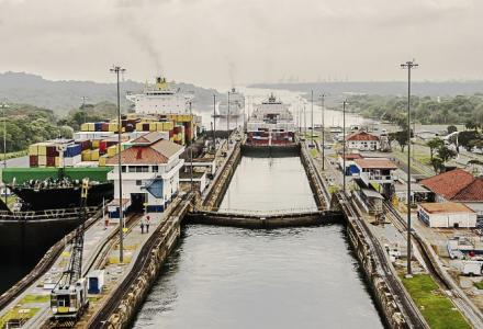 Crossing canals on-board of a yacht: the Panama Canal