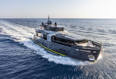 Arcadia Yachts delivers the second Arcadia 105 hull