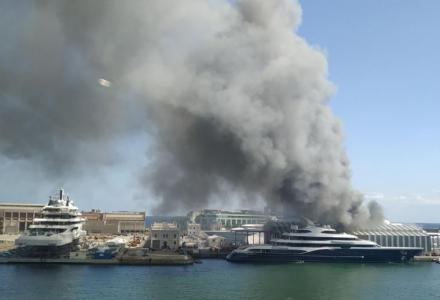 Video: Fire at MB92 shippyard in Barcelona caused a large column of smoke