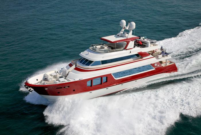 yacht Red Pearl