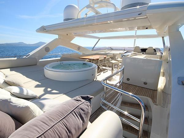 yacht Simple Pleasure
