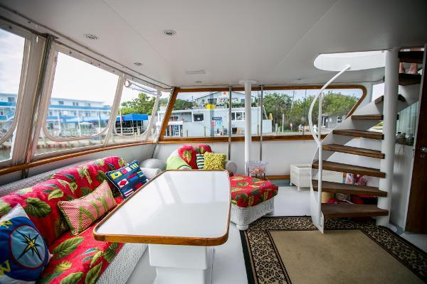 yacht Broward Pilothouse