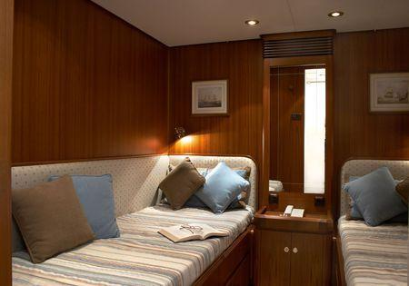 yacht Hide N Sea